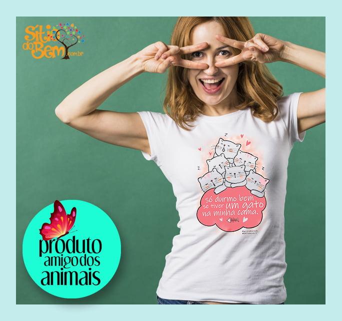 Camiseta com Desenho Gato na Cama