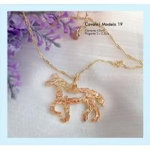 Semijoia gargantilha cavalo dourado
